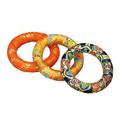 リン布団では無く『金襴輪(きんらんわ)』を使用します。
