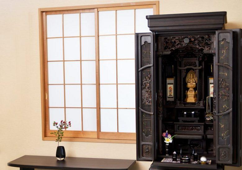 h2-1 故人の写真は仏具では無いので仏壇には置きません